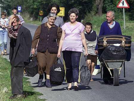 macedonianrefugeesreturnsept17.jpg